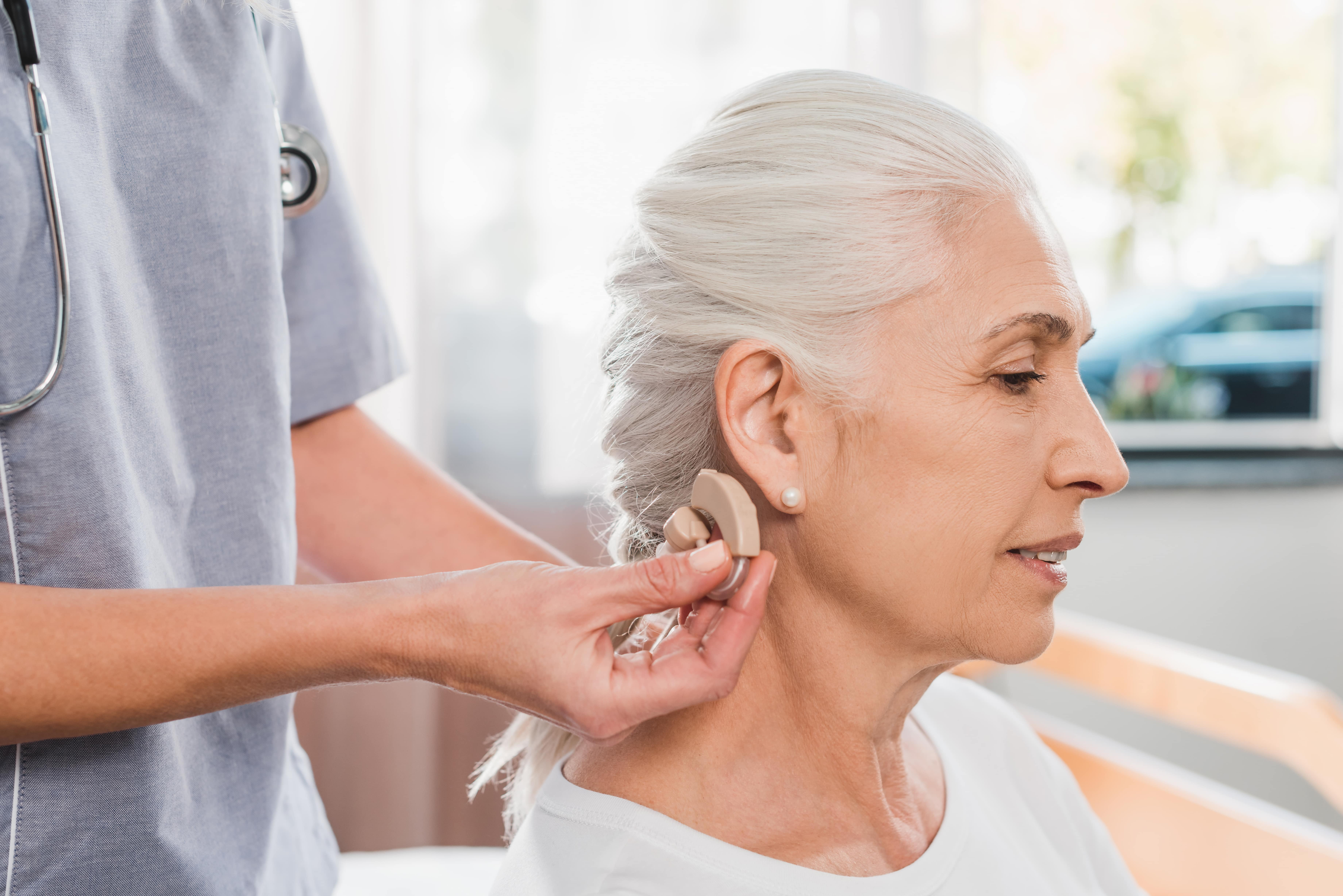 how-to-clean-hearing-aids